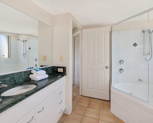 unit-14-caloundra-accommodation-8