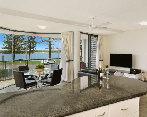 unit-2-caloundra-accommodation-5