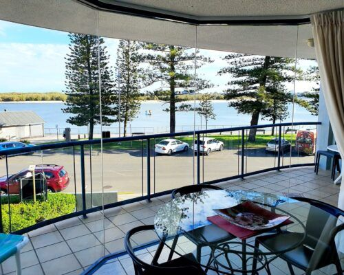 unit-4-caloundra-apartment-4